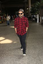 Vir Das Spotted At Airport on 18th Oct 2017 (6)_59e8217a0e3ce.JPG