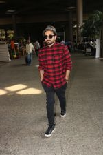 Vir Das Spotted At Airport on 18th Oct 2017 (7)_59e8217b56a2a.JPG