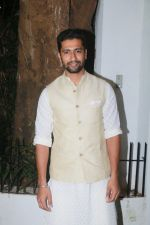 Vicky Kaushal at Aamir Khan_s Diwali party on 20th Oct 2017 (56)_59ecb5dab628e.jpg