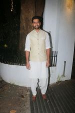 Vicky Kaushal at Aamir Khan_s Diwali party on 20th Oct 2017 (57)_59ecb5dc99639.jpg
