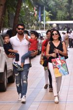 Shabbir Ahluwalia at Karanvir Bohra & Teejay Sidhu Celebrated Their Kids 1st Birthday on 22nd Oct 2017 (19)_59ed99a3cac6f.JPG