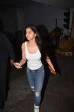 Suhana Khan Spotted At Juhu Pvr on 21st Oct 2017 (5)_59ed893f539c4.JPG