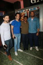 Tusshar Kapoor, Kunal Khemu, Johnny Lever, Rohit Shetty with Golmaal Again Team Visit Gaiety Cinema on 22nd Oct 2017 (15)_59ed90e801711.JPG