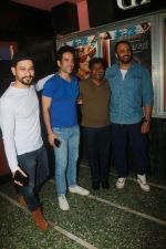 Tusshar Kapoor, Kunal Khemu, Johnny Lever, Rohit Shetty with Golmaal Again Team Visit Gaiety Cinema on 22nd Oct 2017 (17)_59ed909189f37.JPG