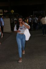 Ajay Devgan Spotted At Airport With his Son, Daughter & Mother on 25th Oct 2017 (10)_59f095dfd0222.JPG