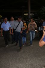 Ajay Devgan Spotted At Airport With his Son, Daughter & Mother on 25th Oct 2017 (12)_59f095e33c7f4.JPG