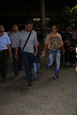 Ajay Devgan Spotted At Airport With his Son, Daughter & Mother on 25th Oct 2017 (13)_59f095e48faa9.JPG