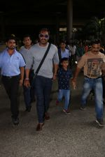 Ajay Devgan Spotted At Airport With his Son, Daughter & Mother on 25th Oct 2017 (15)_59f095e77240a.JPG