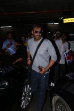 Ajay Devgan Spotted At Airport With his Son, Daughter & Mother on 25th Oct 2017 (20)_59f095eeaa20e.JPG