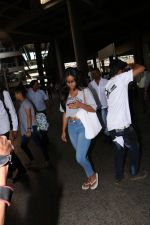 Ajay Devgan Spotted At Airport With his Son, Daughter & Mother on 25th Oct 2017 (4)_59f095d72674b.JPG