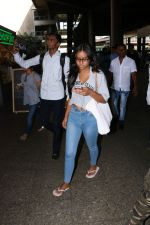 Ajay Devgan Spotted At Airport With his Son, Daughter & Mother on 25th Oct 2017 (6)_59f095da344c3.JPG