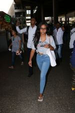Ajay Devgan Spotted At Airport With his Son, Daughter & Mother on 25th Oct 2017 (7)_59f095dbe2e31.JPG