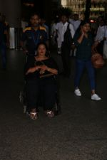 Ajay Devgan Spotted At Airport With his Son, Daughter & Mother on 25th Oct 2017 (9)_59f095de69b75.JPG