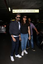 Ayushman Khurana Spotted At Airport With Family on 24th Oct 2017 (13)_59f020dcb2a5f.JPG