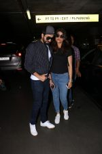 Ayushman Khurana Spotted At Airport With Family on 24th Oct 2017 (14)_59f020ddc68a7.JPG