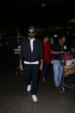 Ayushman Khurana Spotted At Airport With Family on 24th Oct 2017 (2)_59f020cfde4cd.JPG