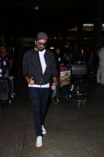 Ayushman Khurana Spotted At Airport With Family on 24th Oct 2017 (4)_59f020d220b39.JPG