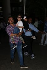 Ayushman Khurana Spotted At Airport With Family on 24th Oct 2017 (6)_59f020d46e88a.JPG