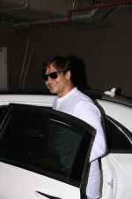Vivek Oberoi Spotted At Airport on 24th Oct 2017 (1)_59f0212a2f787.JPG