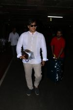 Vivek Oberoi Spotted At Airport on 24th Oct 2017 (11)_59f021363d5f1.JPG