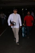 Vivek Oberoi Spotted At Airport on 24th Oct 2017 (6)_59f021306567d.JPG