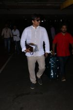 Vivek Oberoi Spotted At Airport on 24th Oct 2017 (7)_59f0213199cd5.JPG