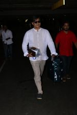 Vivek Oberoi Spotted At Airport on 24th Oct 2017 (8)_59f021329df72.JPG