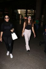 Yami Gautam Spotted At Airport With Her Sister on 24th Oct 2017 (11)_59f0214883bcc.JPG