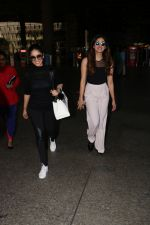 Yami Gautam Spotted At Airport With Her Sister on 24th Oct 2017 (12)_59f02149b9939.JPG
