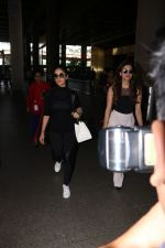 Yami Gautam Spotted At Airport With Her Sister on 24th Oct 2017 (6)_59f0214194a9c.JPG