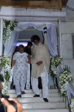 Amitabh Bachchan,Jaya Bachchan at prayer meeting of Ram Mukherjee on 25th Oct 2017 (123)_59f2cc9f35b3a.JPG