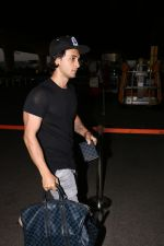 Aayush Sharma spotted at airport on 25th Oct 2017 (19)_59f2d11cc4efa.JPG