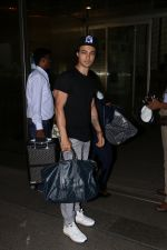 Aayush Sharma spotted at airport on 25th Oct 2017 (21)_59f2d11f50e6d.JPG