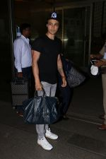 Aayush Sharma spotted at airport on 25th Oct 2017 (22)_59f2d1205b01b.JPG