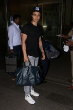 Aayush Sharma spotted at airport on 25th Oct 2017 (23)_59f2d121867e9.JPG
