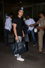 Aayush Sharma spotted at airport on 25th Oct 2017 (24)_59f2d122dd659.JPG