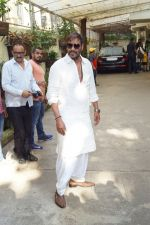 Ajay Devgan watching Golmaal Again with his family at Sunny Super Sound on 26th Oct 2017 (1)_59f2e04f1da39.JPG