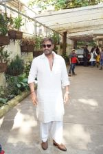 Ajay Devgan watching Golmaal Again with his family at Sunny Super Sound on 26th Oct 2017 (12)_59f2e054d38e4.JPG