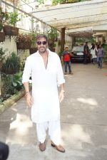 Ajay Devgan watching Golmaal Again with his family at Sunny Super Sound on 26th Oct 2017 (14)_59f2e055e9e87.JPG