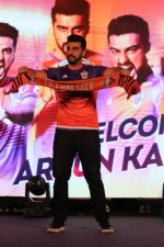 Arjun Kapoor at the Unveiling of The New Face Of Fc Pune City on 26th Oct 2017  (1)_59f2e060eb3b8.JPG