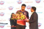 Arjun Kapoor at the Unveiling of The New Face Of Fc Pune City on 26th Oct 2017  (10)_59f2e066419ea.JPG
