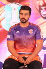 Arjun Kapoor at the Unveiling of The New Face Of Fc Pune City on 26th Oct 2017  (25)_59f2e2039e5c2.JPG