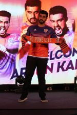 Arjun Kapoor at the Unveiling of The New Face Of Fc Pune City on 26th Oct 2017  (26)_59f2e06ee2291.JPG