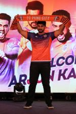 Arjun Kapoor at the Unveiling of The New Face Of Fc Pune City on 26th Oct 2017  (28)_59f2e07056d48.JPG