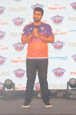 Arjun Kapoor at the Unveiling of The New Face Of Fc Pune City on 26th Oct 2017  (6)_59f2e063e932c.JPG