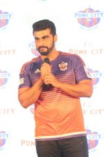 Arjun Kapoor at the Unveiling of The New Face Of Fc Pune City on 26th Oct 2017  (8)_59f2e065246cf.JPG