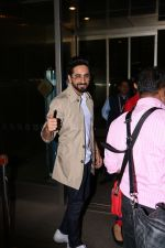 Ayushman khurana spotted at airport on 25th Oct 2017 (12)_59f2d16d3d15b.JPG