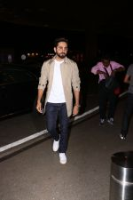 Ayushman khurana spotted at airport on 25th Oct 2017 (2)_59f2d160cf3d0.JPG