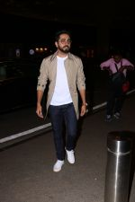 Ayushman khurana spotted at airport on 25th Oct 2017 (3)_59f2d1620b982.JPG