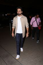 Ayushman khurana spotted at airport on 25th Oct 2017 (6)_59f2d16597488.JPG